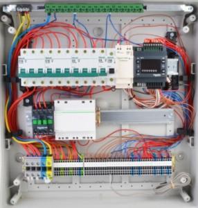 Шкаф управления Schneider Electric SmartHVAC